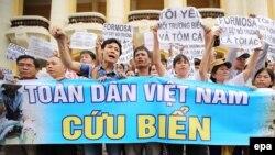 Người dân biểu tình tại Hà Nội, Việt Nam, ngày 1 tháng 5 năm 2016.