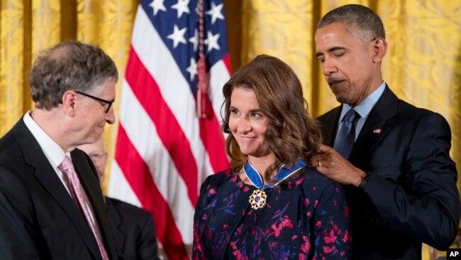 Bill və Melinda Geyts prezident Barak Obama tərəfindən Amerikada mülki vətəndaşlara verilən ən yüksək mükafat olan Azadlıq medalı ilə təltif edilirlər