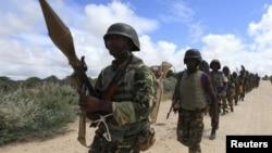 Anggota pasukan 'African Union Mission in Somalia' (AMISOM) saat melakukan patroli di pinggiran Mogadishu, Somalia (foto: dok).
