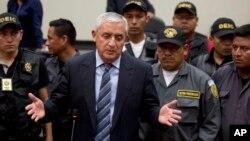 Un juez debe ahora decidir si hay suficientes pruebas para acusar al ex mandatario, Otto Pérez Molina y si el general debe permanecer encarcelado hasta su juicio.