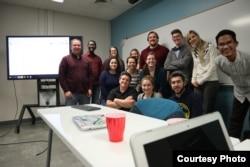 Aula bersama teman-teman kuliahnya di Amerika (dok: Aula)
