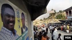Tanto la OEA como el propio presidente de Haití, René Préval, le pidieron al candidato oficialista Jude Celestín retirar su candidatura debido a sospecha de fraude en la primer vuelta electoral.