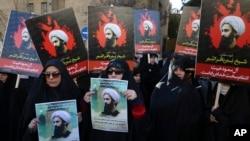 3일 이란 테헤란 사우디 대사관 앞에서 시위대가 시아파 성직자 셰이크 니므르 알 니므르 처형에 항의하고 있다.