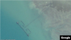 Researchers used Google Earth images to estimate the number of fishing weirs along the Persian Gulf coast. (Google Earth).