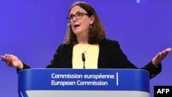 La commissaire européenne au commerce, Cecilia Malmström, s'adresse à la Commission à Bruxelles, le 1er juin 2018.