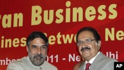 India's Trade Minister Anand Sharma and Pakistani counterpart Makhdoom Amin Fahim (R) shake hands as they attend India-Pakistan Business Conclave organized by Federation of Indian Chambers of Commerce and Industry (FICCI) in New Delhi (file photo)