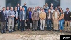 Negociadores del grupo terrorista se reunieron con representantes del Ejecutivo de Juan Manuel Santos, para fijar el establecimiento de una fase pública de negociación de paz.