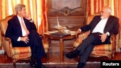 ظریف و کری در حال گفتگو در نیویورک - ۲۷ آوریل ۲۰۱۵