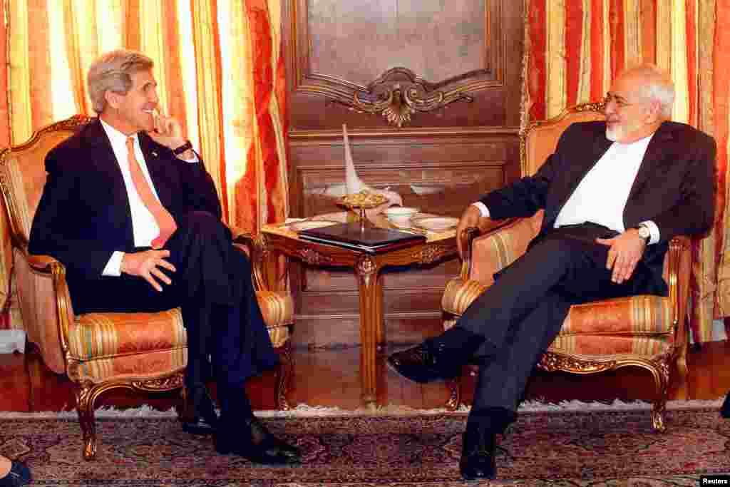 """در حالی وزیرای خارجه آمریکا و ایران در نیویورک دیدار می کنند که اندیشکده """"چتم هاوس"""" جان کری و محمد جواد ظریف را به عنوان یکی از نامزدهای دریافت جایزه سال ۲۰۱۶ خود اعلام کرد. چتم هاوس می گوید این دو به دلیل نقش اساسی که در سال ۲۰۱۵ در رسیدن به توافق جامع هسته ای داشتند، به طور مشترک نامزد دریافت این جایزه شده اند."""