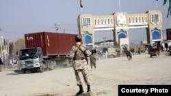 پاکستان سیزده روز پیش به دلایل نامعلومی این مسیر را مسدود ساختند که در نتیجه به تاجران افغان زیانهای زیاد مالی وارد شده است.