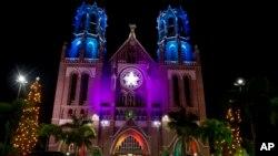 Saint Mary's ဘုရားရွိခိုးေက်ာင္း ခရစ္စမတ္မီးအလွေရာင္စံု၊ ရန္ကုန္။ (ဒီဇင္ဘာ ၂၅၊ ၂၀၁၄)