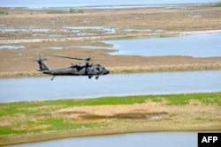 路易斯安那州国民警卫队陆航兵帮助湿地重建