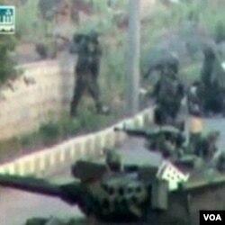 Tank-tank militer Suriah dikerahkan ke kota Daraa, yang menjadi basis demonstran anti-pemerintah.