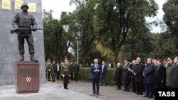ხაჯიმბა რუსი მშვიდობისმყოფელის ძეგლის გახსნაზე ოკუპირებულ სოხუმში