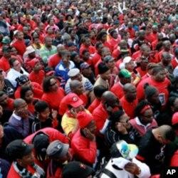 Dubban ma'aikatan gwamnati sun yi jerin gwano zuwa Majalisar Dokoki a birnin Cape Town lokacin zanga-zangarsu ta kwana guda na neman karin albashi.