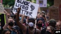 مظاهره کوونکي له تور پوستو امریکایانو سره توپیر چلند غندي