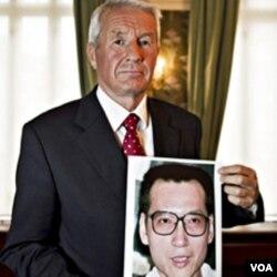 Ketua Komite Nobel Thorbjoern Jagland di Oslo Norwegia saat mengumumkan hadiah Nobel Perdamaian bagi Liu Xiaobo.