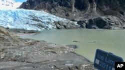 ABD'nin Alaska eyaletindeki Juneau kenti yakınındaki Mendenhall Buzulu, 2000 yılından 2020 yılına kadarki 20 yıllık süre içinde 2 milyar 800 milyon ton buz kaybetti.