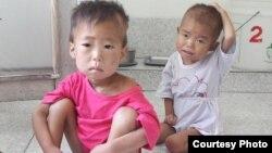 지난 8월 덴마크 구호단체 '미션 이스트'가 방문한 북한 해주 고아원의 아이들. 심각한 영양실조에 시달리고 있다. (미션 이스트 제공 사진)