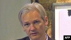 Глава WikiLeaks Джулиан Ассандж (архивное фото)
