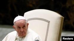 Paus Fransiskus saat audiensi umum di Vatikan, 1 September 2021. (Foto: Guglielmo Mangiapane/Reuters)