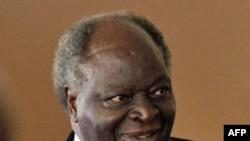 Tổng thống Kenya Mwai Kibaki oan báo dầu được tìm thấy ở Turkana trong vùng tây bắc Kenya
