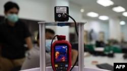 جسمانی ٹمپریچر معلوم کرنے کے لیے میڈی بوٹ میں نصب اسکریننگ مشین