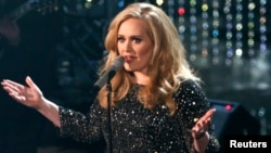 "British singer Adele perfoms the song ""Skyfall"" from film ""Skyfall,"" nominated as best orginal song, at the 85th Academy Awards in Hollywood, California February 24, 2013. REUTERS/Mario Anzuoni"