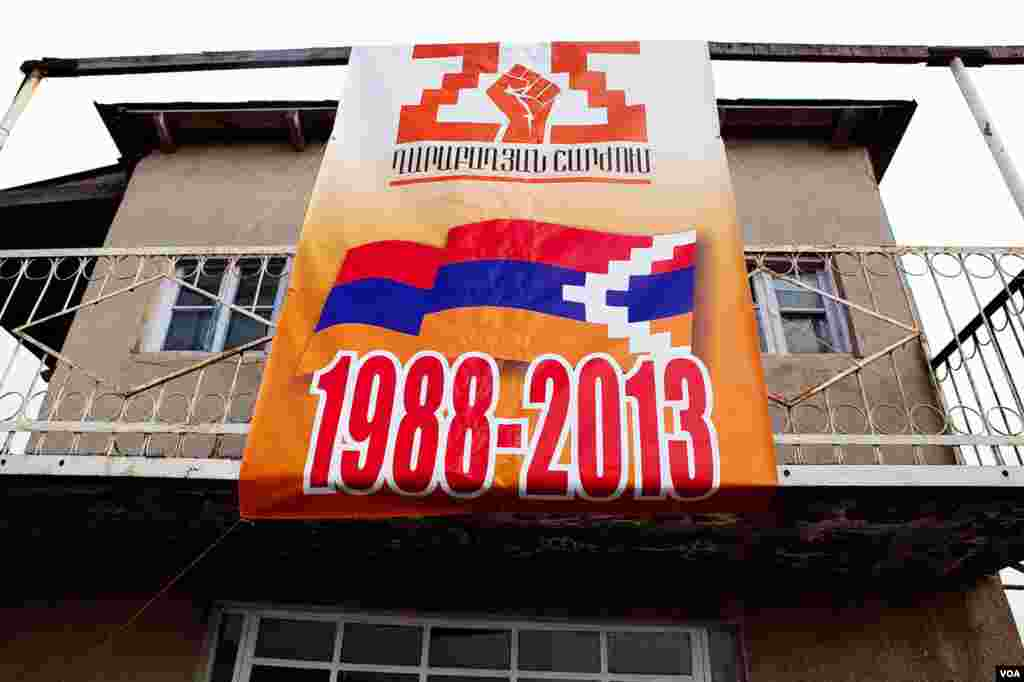 Banners mark 25th anniversary of the 1988 vote by Soviet of People's Deputies of Karabakh to secede from Azerbaijan. (U. Filimonova/VOA)