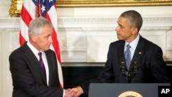 Shugaba Obama da sakatare Hagel mai murabus.
