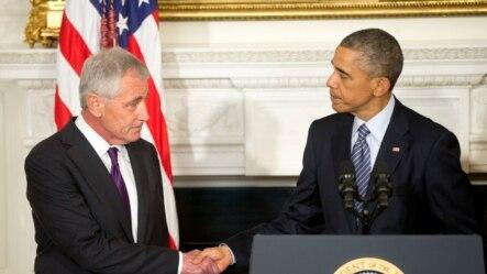 Tổng thống Hoa Kỳ Barack Obama và Bộ trưởng Quốc phòng Chuck Hagel trong trong buổi loan báo từ chức của ông Hagel, 24/11/14