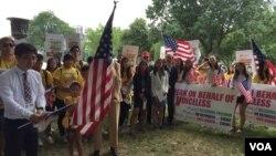 미국의 한인 2세 학생들이 12일 백악관 앞에서 북한인권 개선을 촉구하는 집회를 열었다.
