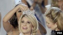 Teresa Scanlan, 17 tahun, dari Nebraska dinobatkan sebagai Miss America tahun ini.