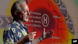 El oceanógrafo Bill Patzert habla sobre el sistema de El Niño de este año.