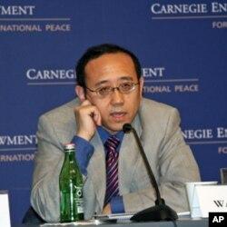 澳门大学公共行政系主任王建伟