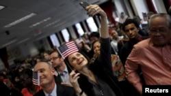 کاندیدان أحزاب جمهوری خواه ودموکرات به ایالت آیوا شتافته اند تا حمایت رای دهنده گان را جلب کنند.