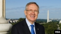 El líder de la mayoría en el Senado, Harry Reid, dijo que se logró un acuerdo sobre la llamada opción pública.
