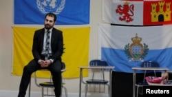 Nadeem Mazen, seorang Muslim dan pendiri JetPAC sedang mengajas di kelas Pemerintahan di SMU Islam Al-Noor, di Mansfield, Massachusetts, 2 Februari 2017.