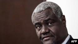 Le président de la Commission de l'Union africaine (UA), Moussa Faki, s'adresse à la presse à l'issue d'un entretien avec le président de la République centrafricaine à Bangui, le 18 septembre 2018.