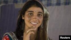 Afg'oniston shimoli, mozori-shariflik ayol, 18-avgust, 2009-yil.