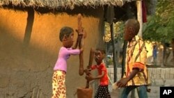 "Mozambique movie ""Mãe dos Netos"" by Isabel Noronha, pilando"