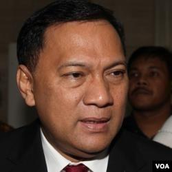Menteri Keuangan Agus Martowardojo menjanjikan paket stimulus dalam APBN 2012