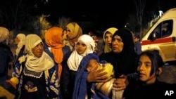 敘利亞城鎮邁亞達內等待離開的民眾