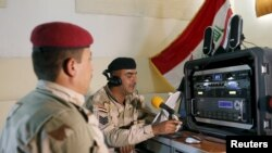 Iraqi soldiers work at a radio station at Makhmour base, April 17, 2016. The Iraqi army has set up a radio station at its base in Makhmour broadcasting into areas south of Mosul controlled by Islamic State militants.