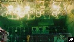 북한 영변 핵 시설에 냉각수조에 들어있는 폐연료봉. 지난 1996년 촬영된 사진. (자료사진)