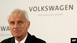 Matthias Mueller, jefe ejecutivo de VW, tiene la esperanza de ajustar todos los 11 millones de vehículos afectados en un año.