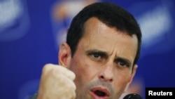 """Capriles afirmó este jueves durante un evento público en el estado Falcón que el nuevo plan de seguridad de Chávez es """"más de lo mismo""""."""