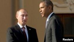 Ruski i američki predsednik Vladimir Putin i Barak Obama rukuju se tokom samita G20 u Sankt Peterburgu