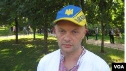 Учитель истории Олег Ильин.