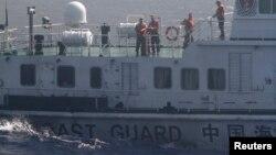 Tàu tuần duyên của Trung Quốc trong cuôc đối đầu với tàu Việt Nam quanh giàn khoan dầu gây tranh cãi năm 2014.